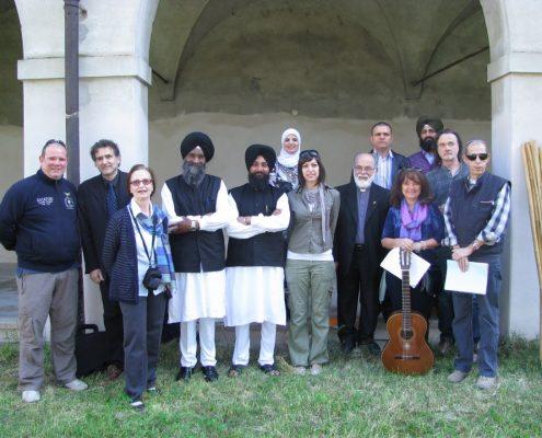 Gruppo rappresentanti religiosi aprile 2011 cortile Museo diocesano
